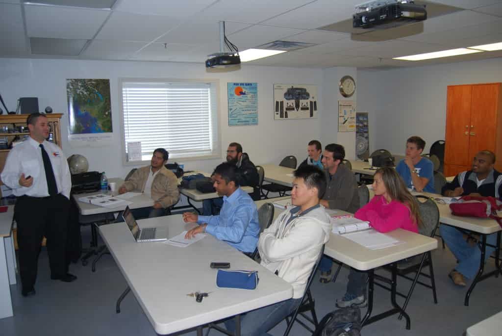 太平洋专业飞行培训中心(Pacific Professional Flight Centre)对国际留学生(International Students)授课中。