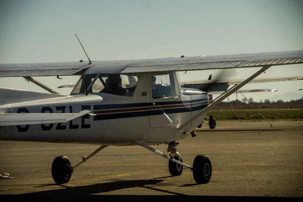太平洋专业飞行培训中心(Pacific Professional Flight Centre)的私人驾照课程。塞斯纳C152型飞机。