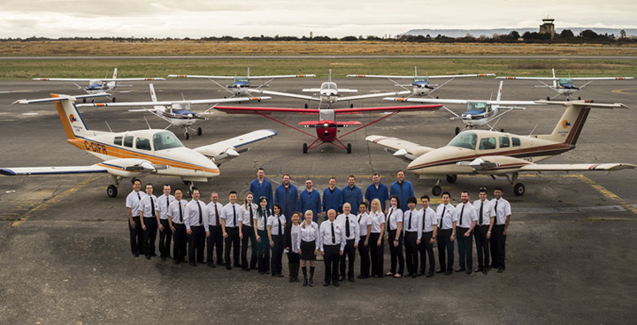 太平洋专业飞行培训中心(Pacific Professional Flight Centre)的教职员工和机队