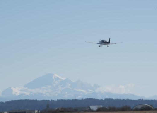 Cirrus SR-20 C-GTXR and Mount Baker